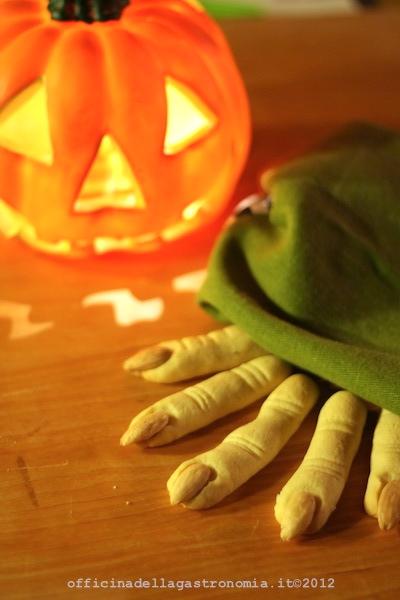 Dita di Strega per Halloween
