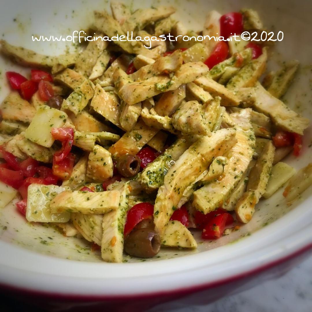 Insalata di Pollo al Pesto con Olive Taggiasche
